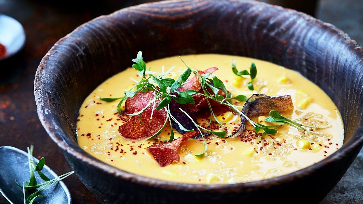 Zoete aardappel soep met chili en quinoa