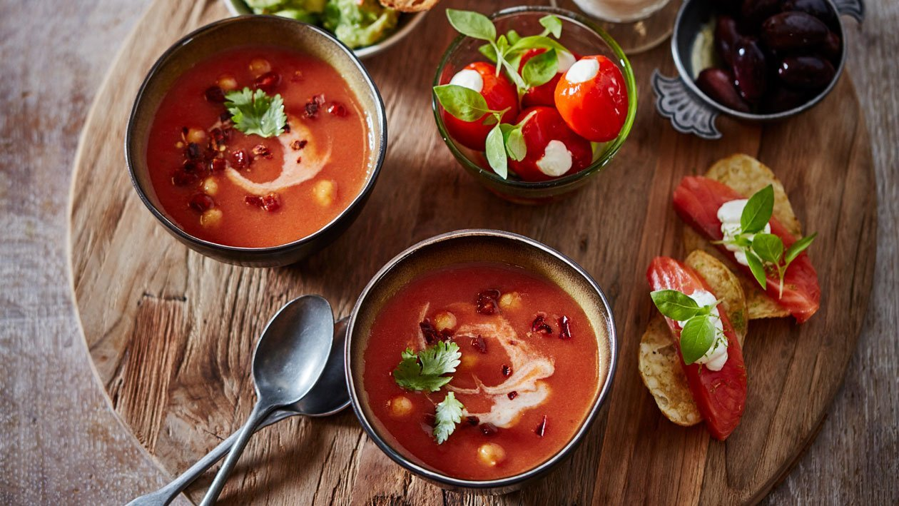 Borrelhapjes met Spaanse tomatensoep