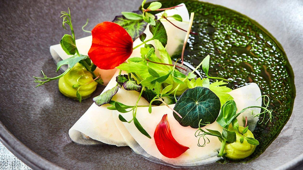 Koolrabi met tonijn, avocado, groene appel en lavas